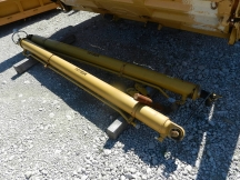 Cat Articulated Box Lift Cylinders for 740 Truck